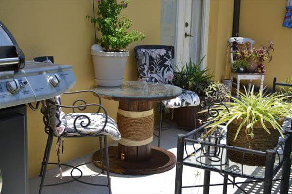 reclaimed patio table idea